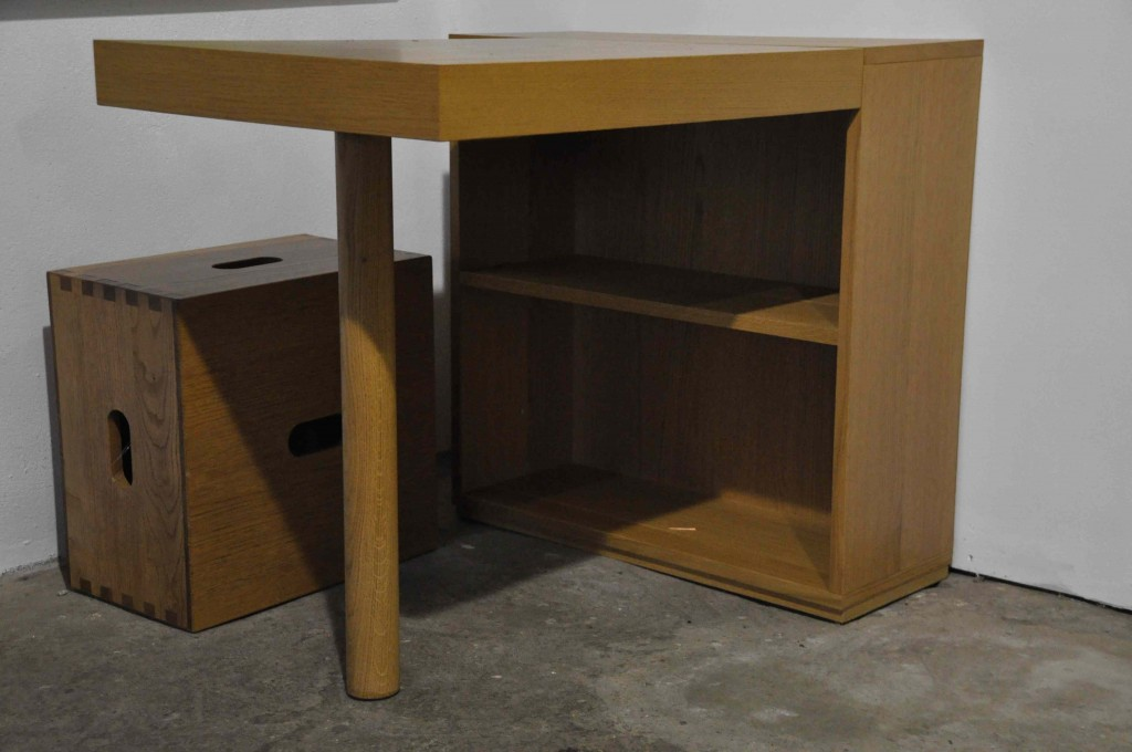 The desk LC 16 and Tabouret Cabanon LC14 by Le Corbusier (Cassina).