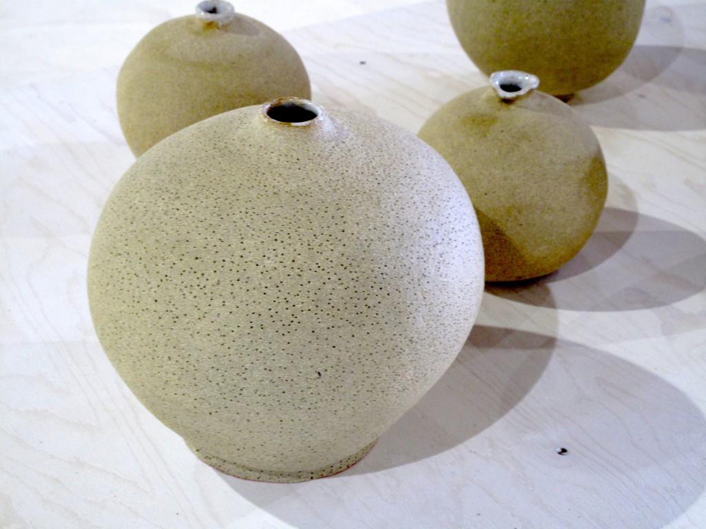 Viveka Wallmark, oglaserade vaser med klotrund form. dekorerade med små hål eller grov textur.