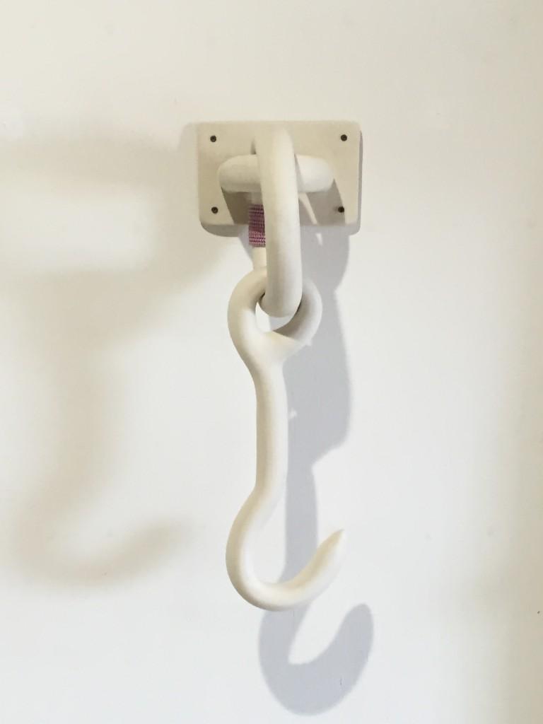Gustaf Nordenskiöld-Unspecified object (hook). 2016. Porslin, klätterrep.